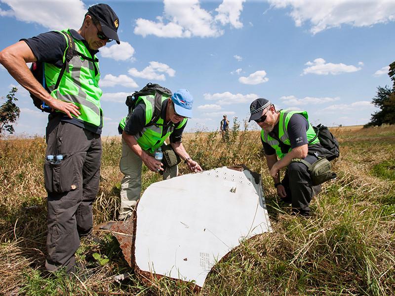 Нидерландские журналисты в эфире телепередачи Nieuwsuur назвали людей, якобы имеющих отношение к крушению самолета Boeing 777-200 компании Malaysia Airlines, который был сбит ракетой над Донбассом в 2014 году