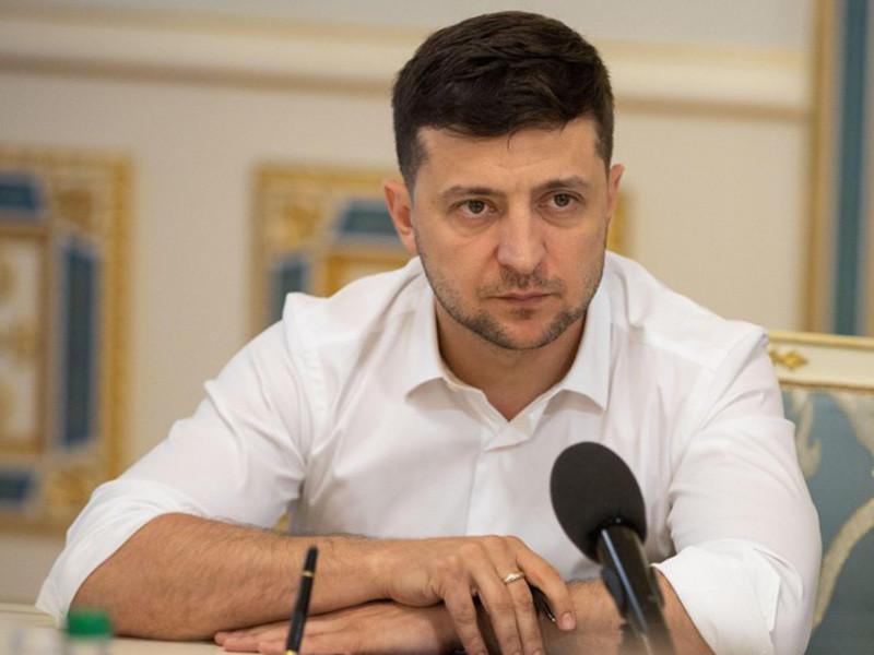 Украинские военные готовы дать жесткий ответ на атаку боевиков в Донбассе, заявил президент страны Владимир Зеленский. Он также напомнил, что Киев настаивает на прекращении огня