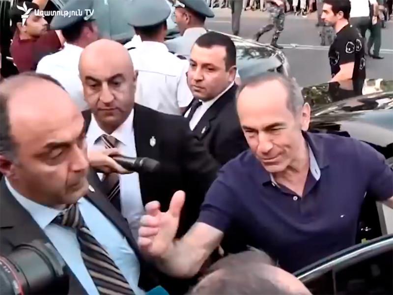 "Суд в Армении в третий раз отправил экс-президента страны Роберта Кочаряна под арест"" />"