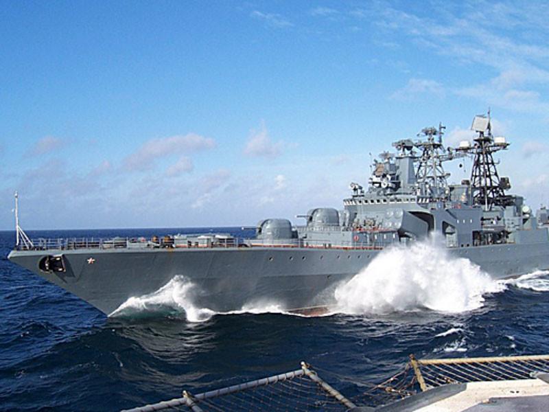 """Американский крейсер """"внезапно изменил направление движения и пересек курс БПК """"Адмирал Виноградов"""" в 50 метрах от корабля"""", заявили российские военные"""