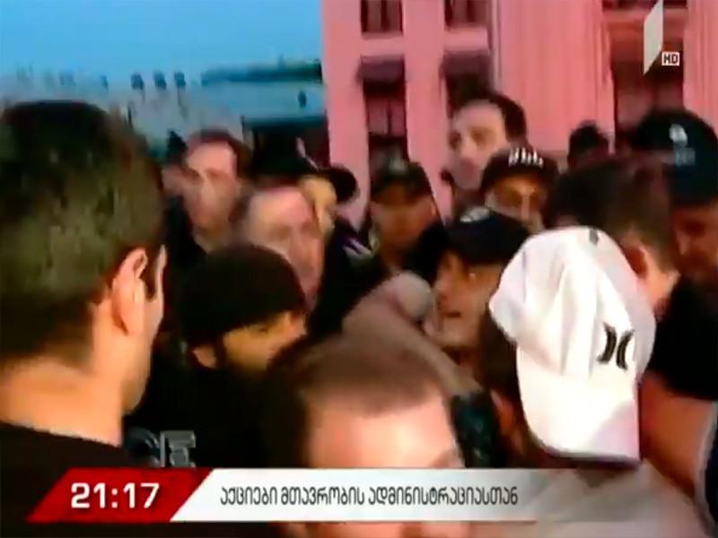 """Сторонники и противники ЛГБТ-сообщества одновременно вышли на митинги в центре Тбилиси"""" />"""