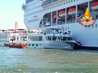 В Венеции круизный лайнер столкнулся с теплоходом