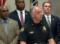 Шеф городской полиции сообщил, что у стрелявшего был пистолет 45-го калибра (0,45 дюйма) с многочисленными магазинами повышенной вместимости и значительный запас патронов. От уточнил, что за последние несколько недель Крэддок планомерно покупал много огнестрельного оружия