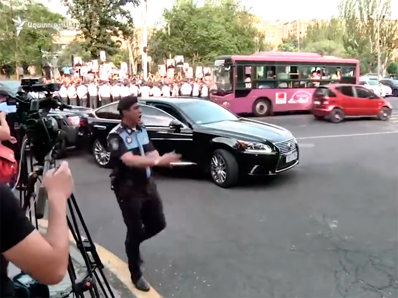 Апелляционный суд в Армении во вторник удовлетворил жалобу Генпрокуратуры страны и вернул под арест бывшего главу республики Роберта Кочаряна