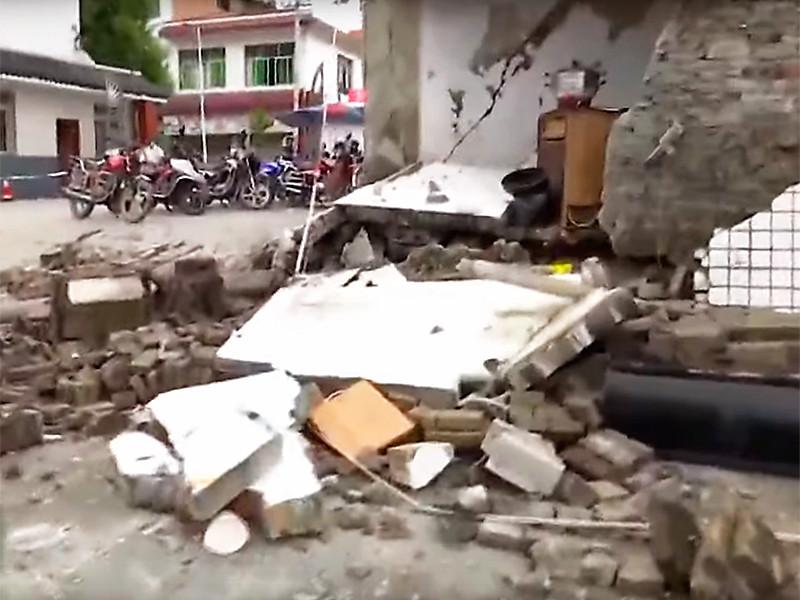 Мощное землетрясение в китайской провинции Сычуань: есть жертвы, сотни раненых