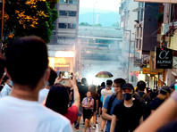 В Гонконге полиция применила слезоточивый газ против участников несанкционированной акции