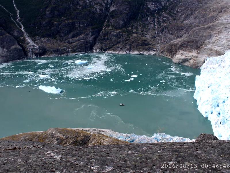 Подводный ледник на Аляске тает в 100 раз быстрее, чем предполагалось ранее. Ошибка в расчетах связана с тем, что эксперты упустили из виду важность таяния всей окружающей среды