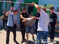 Сотрудники полиции задержали злоумышленника, который в воскресенье взял в заложники сотрудниц одного из финансовых учреждений в Одессе