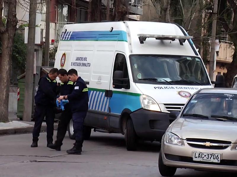 Интерпол и местная полиция задержали в Уругвае двух предполагаемых граждан России и итальянца, которых подозревают в причастности к побегу известного итальянского наркобарона Рокко Морабито из тюрьмы 23 июня