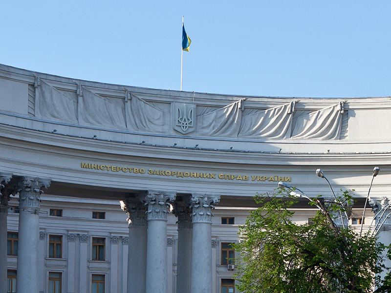 Президент Украины Владимир Зеленский поручил МИДу страны разработать механизм предоставления украинского гражданства как второго для этнических украинцев из дружественных стран, стремящихся участвовать в развитии своей исторической родины