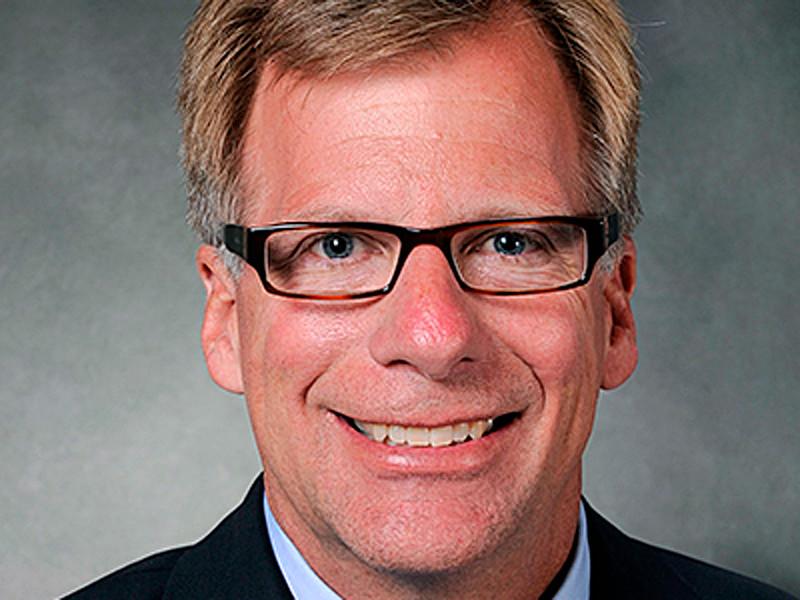 Вице-президент Boeing Эрик Линдблад, ответственный за выпуск пассажирских самолетов Boeing 737 MAX, уходит в отставку. Он проработал в Boeing 34 года