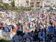 """Несколько десятков тысяч человек приняли в воскресенье участие в митинге за нормализацию отношений с Россией, состоявшемся в Батуми по инициативе оппозиционной партии """"Альянс патриотов Грузии"""""""