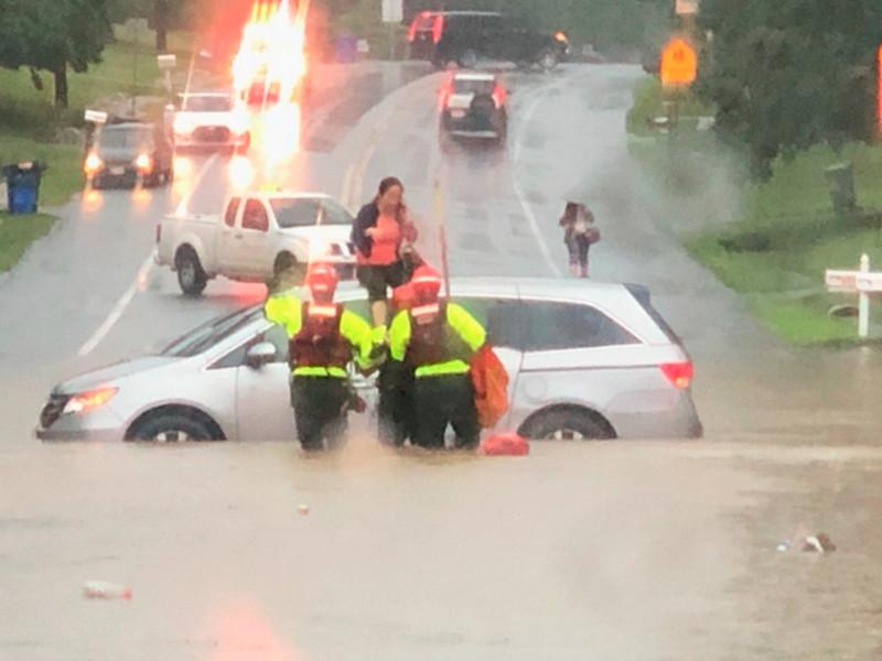 """Потоп в Вашингтоне и пригородах: затоплены дороги, протекли станции метро и даже Белый дом (ФОТО, ВИДЕО)"""" />"""