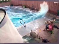 """Во время землетрясения в Калифорнии волна """"цунами"""" в бассейне чуть не смыла женщину (ВИДЕО)"""