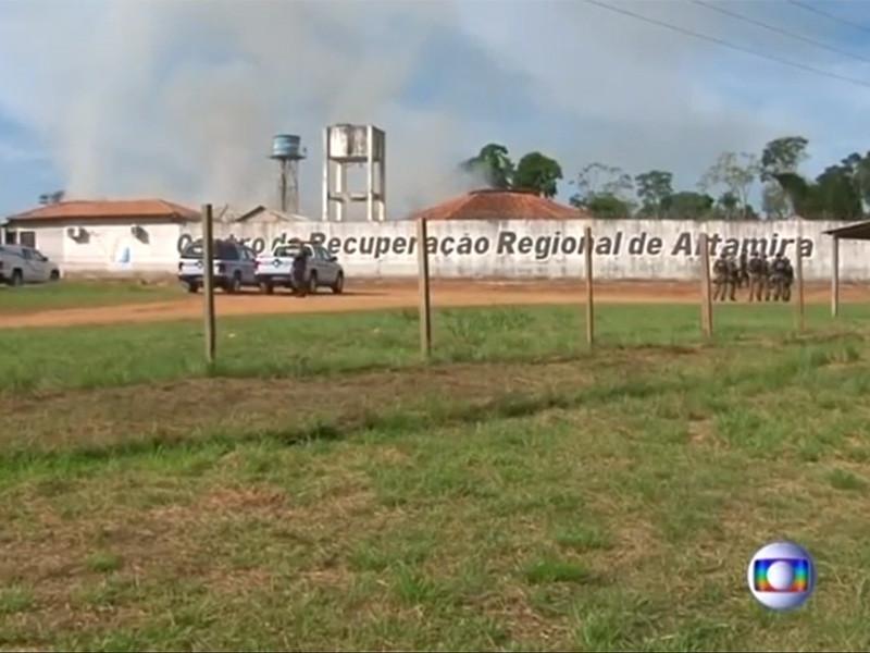 В результате беспорядков в тюрьме муниципалитета Альтамира в северном бразильском штате Пара погибли 57 человек. Об этом сообщил телеканал Globo со ссылкой на управление исполнения наказаний штата