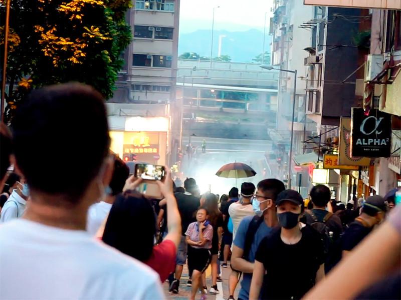 В Гонконге полиция применила слезоточивый газ против участиков несанкционированной акции