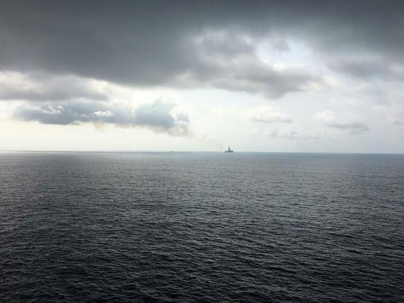 В Гвинейском заливе ищут захваченных пиратами восемь членов экипажа торгового судна, в том числе трех россиян