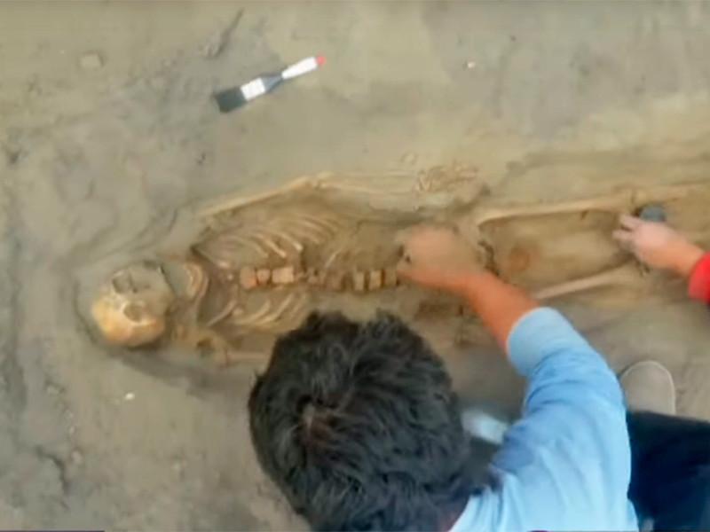 В Перу археологи обнаружили, предположительно, крупнейшее в истории массовое захоронение принесенных в жертву детей. Тела 227 человек в возрасте от 5 до 14 лет были найдены на раскопках в прибрежном городе Уанчако