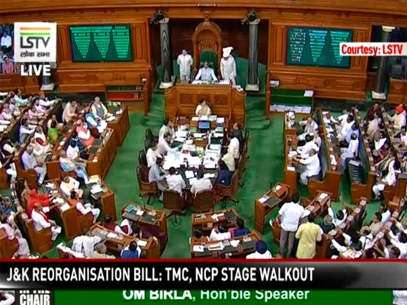 Нижняя палата парламента Индии Лок Сабха одобрила во вторник решение правительства страны об отмене особого статуса штата Джамму и Кашмир и разделе его на две территории. В ходе голосования, которое транслировали индийские телеканалы, за выступили 370 депутатов, против - 70
