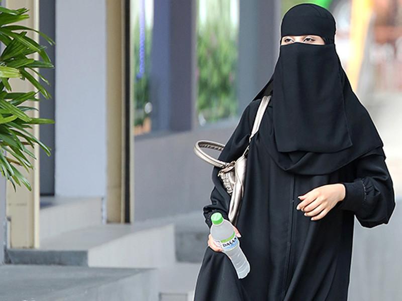 Женщина в Эр-Рияде, июнь 2013 года