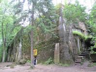 """Теперь спрятанный в густом польском лесу, защищенный озерами и болотами комплекс """"Волчье логово"""", является музеем, действующим круглый год. Его ежегодно посещают около 300 тыс. туристов, в основном поляки и немцы"""