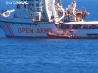 Мадрид направит корабль ВМС, чтобы доставить мигрантов с Open Arms в Испанию