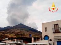 Уровень опасности вулкана на итальянском острове Стромболи повышен до оранжевого