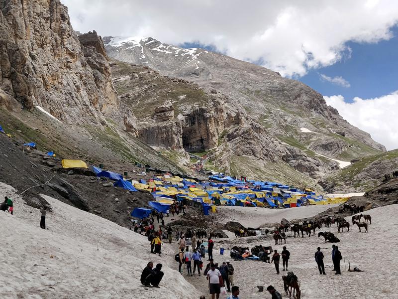 В индийском штате Джамму и Кашмир призвали туристов и паломников как можно скорее покинуть его территорию