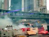 Полиция Гонконга в воскресенье применила слезоточивый газ против демонстрантов, а затем и водяные пушки - впервые с начала антиправительственных протестов в этом году