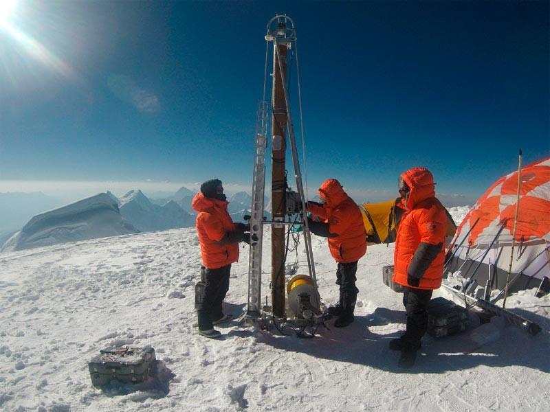 В Перу успешно завершилась международная экспедиция с целью бурения льда на горе Уаскаран, организованная Бердовским центром полярных исследований Университета Огайо (США) с участием Института географии Российской академии наук при поддержке Национального научного фонда США (NSF)