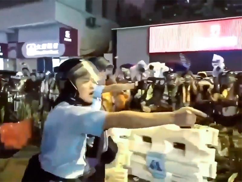 Противостояние протестующих и полиции Гонконга ужесточается