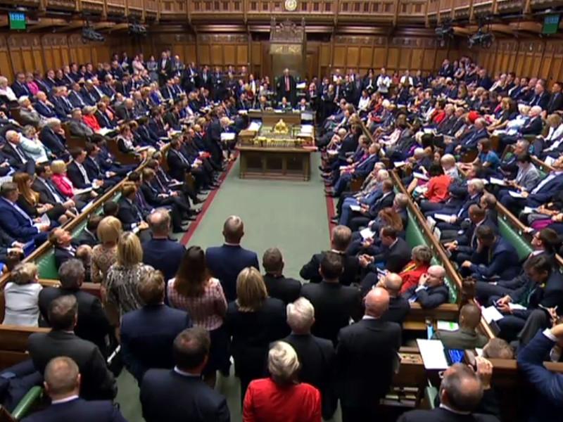 """4 сентября депутаты парламента Великобритании обсуждают, как не дать премьер-министру Борису Джонсону вывести страну из Евросоюза без договора с Брюсселем об условиях этого выхода (так называемый no deal Brexit, или """"жесткий брекзит"""")"""