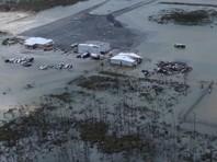 """В Атлантическом океане бушует ураган """"Дориан"""". Больше всего от него пострадала северная часть Багамских островов, где скорость ветра достигала 295 км/ч, а порывы превышали 354 км/ч"""