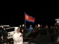 """Примерно 75 человек собрались в ночь на пятницу у входа на территорию базы ВВС США Homey Airport, расположенную в штате Невада и более известную как Area 51 (""""Зона 51""""), двое были задержаны"""