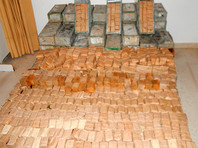В задержанном греческой полицией на острове Крит грузовике обнаружены четыре автомата Калашникова, шесть магазинов к ним и более 122 тысяч патронов, нелегально привезенные из Албании