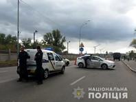 В соцсетях сообщается, что возле моста находятся полиция, бойцы Национальной гвардии, скорая помощь и спасатели. Туда же прибыли кинологи с собаками, спецназовцы, взрывотехники, руководители полиции, сообщает официальный сайт полиции Киева