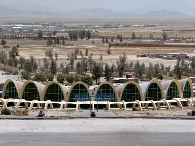 """В аэропорту Кандагара убит афганский полицейский, открывший стрельбу по военным"""" />"""