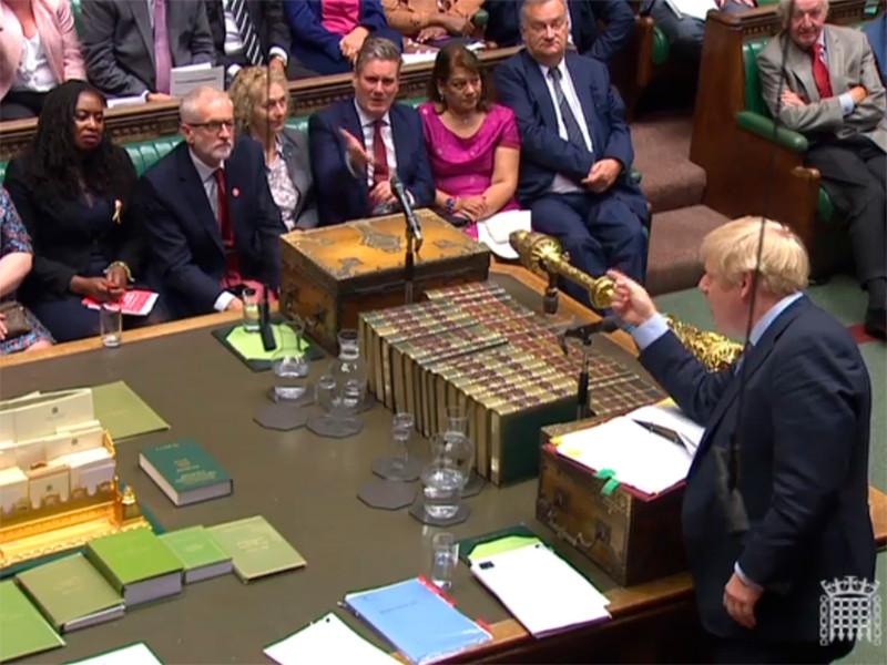 """Палата общин обязала Джонсона отсрочить Brexit, после чего он предложил провести досрочные выборы"""" />"""