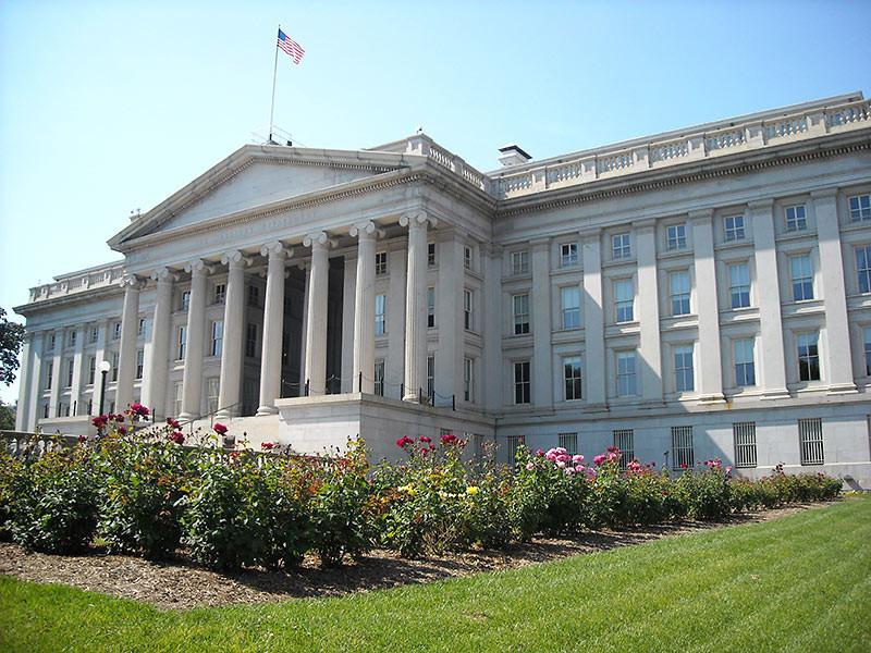 Министерство финансов США объявило о введении ограничительных мер в отношении троих россиян, пяти судов и одной российской компании из-за нарушения санкционного режима против Сирии