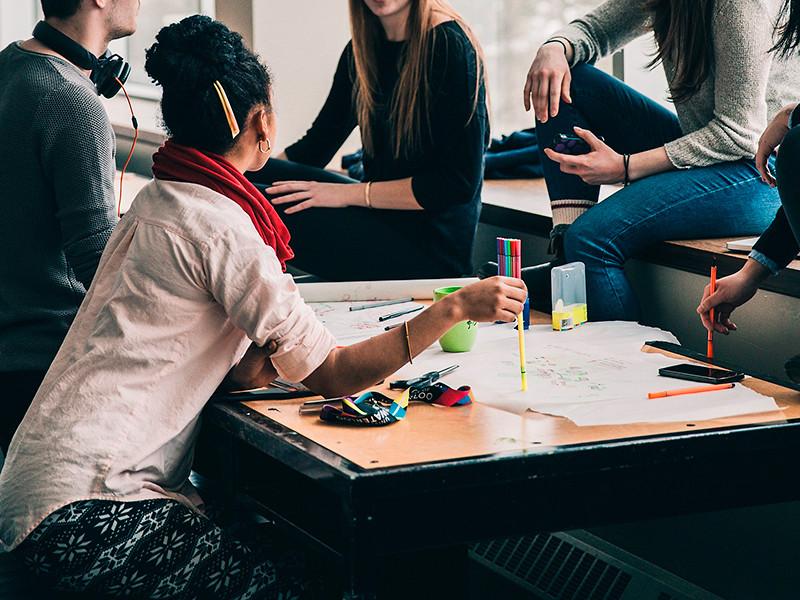 Иностранные студенты, в том числе и из России, смогут остаться в Великобритании в течение двух лет после выпуска с рабочей визой