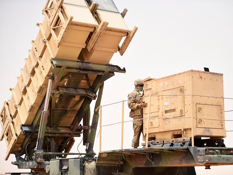 Американское военное командование намерено перебросить в Саудовскую Аравию около 200 военнослужащих в качестве подкрепления для борьбы против угроз с воздуха, сообщили в четверг в Пентагоне. Кроме того, туда же доставят батарею зенитно-ракетных комплексов Patriot и четыре радиолокационные системы Sentinel