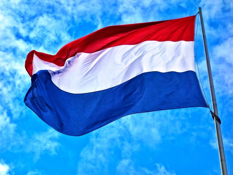 Правительство Нидерландов решило полностью отказаться от использования туристического названия Голландия в рекламе своей страны. Теперь во всех рекламных материалах будет использоваться ее официальное название - Нидерланды