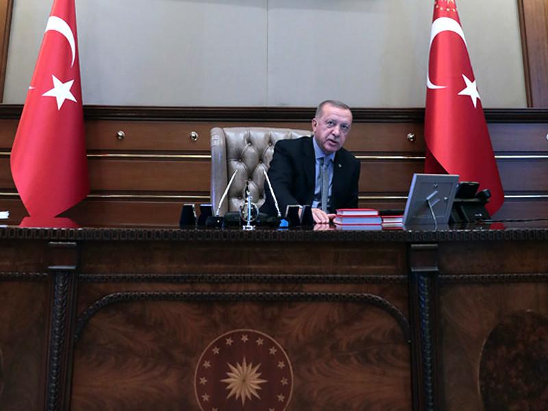 """Президент Турции Реджеп Тайип Эрдоган объявил о начале третьей военной трансграничной операции в Сирии под названием """"Источник мира"""", направленной против Рабочей партии Курдистана и """"Исламского государства""""*"""