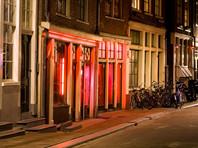 В министерстве иностранных дел пояснили, что Нидерландам необходим более унифицированный и скоординированный национальный брендинг: название Голландия является более распространенным, но ассоциируется исключительно с кварталом красных фонарей Амстердама и употреблением легких наркотиков