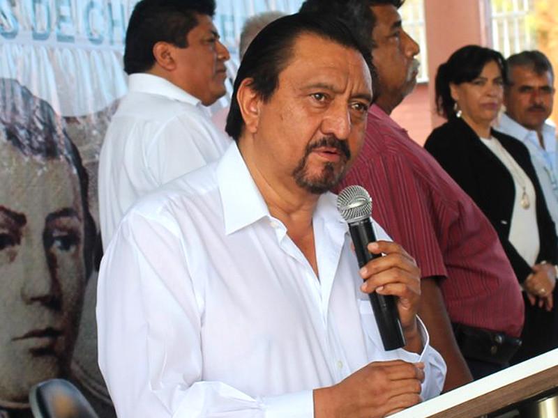 В Мексике несколько десятков человек захватили мэра города Лас Маргаритас Хорхе Луиса Эскандона и попытались наказать за неисполнение предвыборных обещаний