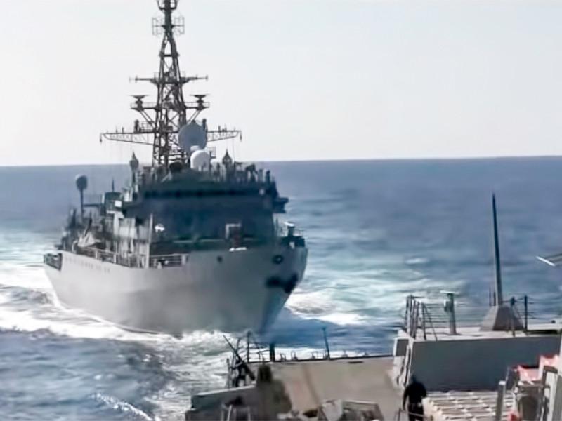 Российский военный корабль чуть не протаранил американский эсминец в Аравийском море (ВИДЕО)