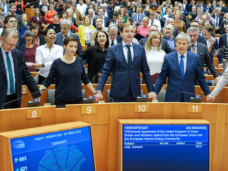"""Европарламент одобрил соглашение о Brexit"""" />"""