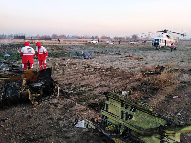 """Выполнявший рейс в Киев Boeing 737-800 """"Международных авиалиний Украины"""" потерпел крушение вскоре после вылета из аэропорта Тегерана в среду рано утром. По предварительной информации, погибли все 176 человек: 167 пассажиров и девять членов экипажа - граждане Ирана, Украины, Канады, Германии, Швеции и Афганистана"""