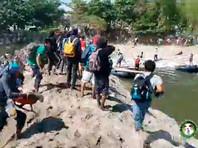 Сотни мигрантов попытались прорваться в Мексику через границу с Гватемалой