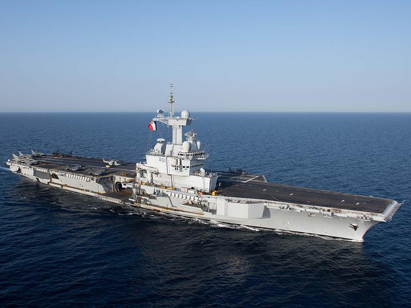 """Франция направит авианосец """"Шарль де Голль"""" в ближневосточный регион, заявил Эмманюэль Макрон"""" />"""